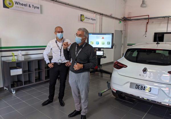 Sylvain Durey et Jean-Claude Fonté, responsable expertise métier et directeur du diagnostic d'Actia, présentent leur nouveau service PRP Diag.