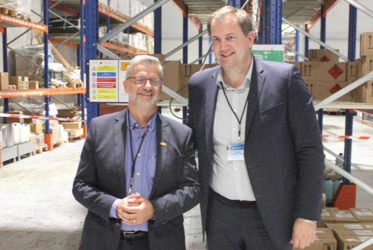 Directeur commercial et opération France de BASF, Éric Verwacht (à gauche) et Damien Bontemps, responsable national des ventes, présentent la nouvelle plateforme BCSF de Vitrolles. A l'avenir, ses capacités pourront croître de plus de 16 %.